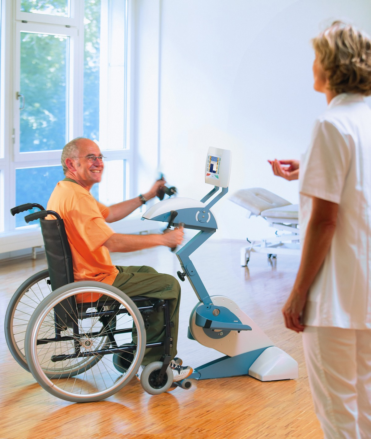 Omnicycle.patient.therapist small